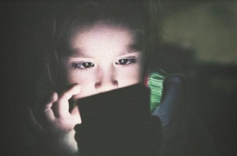 ¡TikTok continuamente y sin restricción le estaría mostrando a los niños que usan la red social: Contenido insano, pornográfico y de uso de drogas!